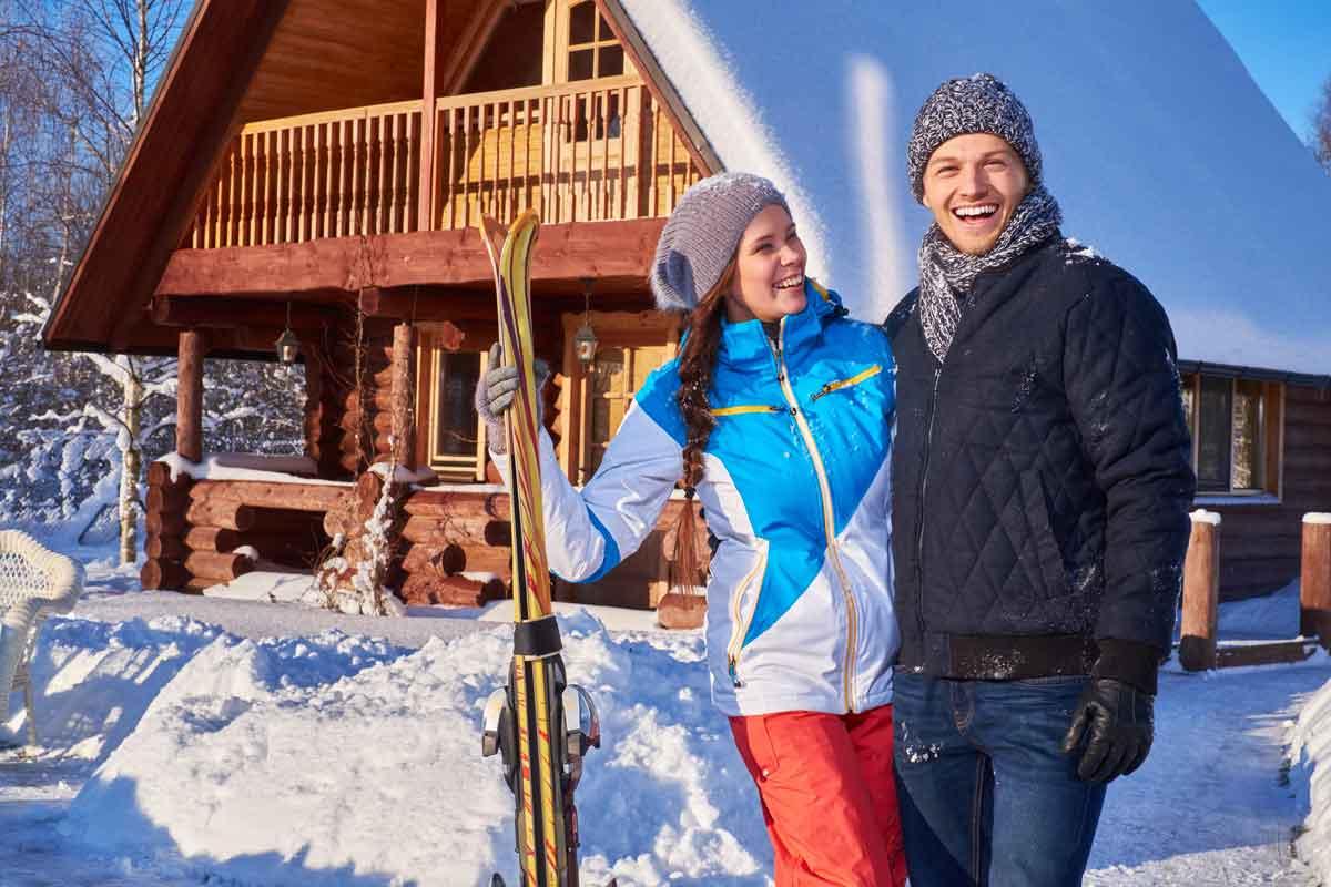 wintersportchalet gelukkig stel